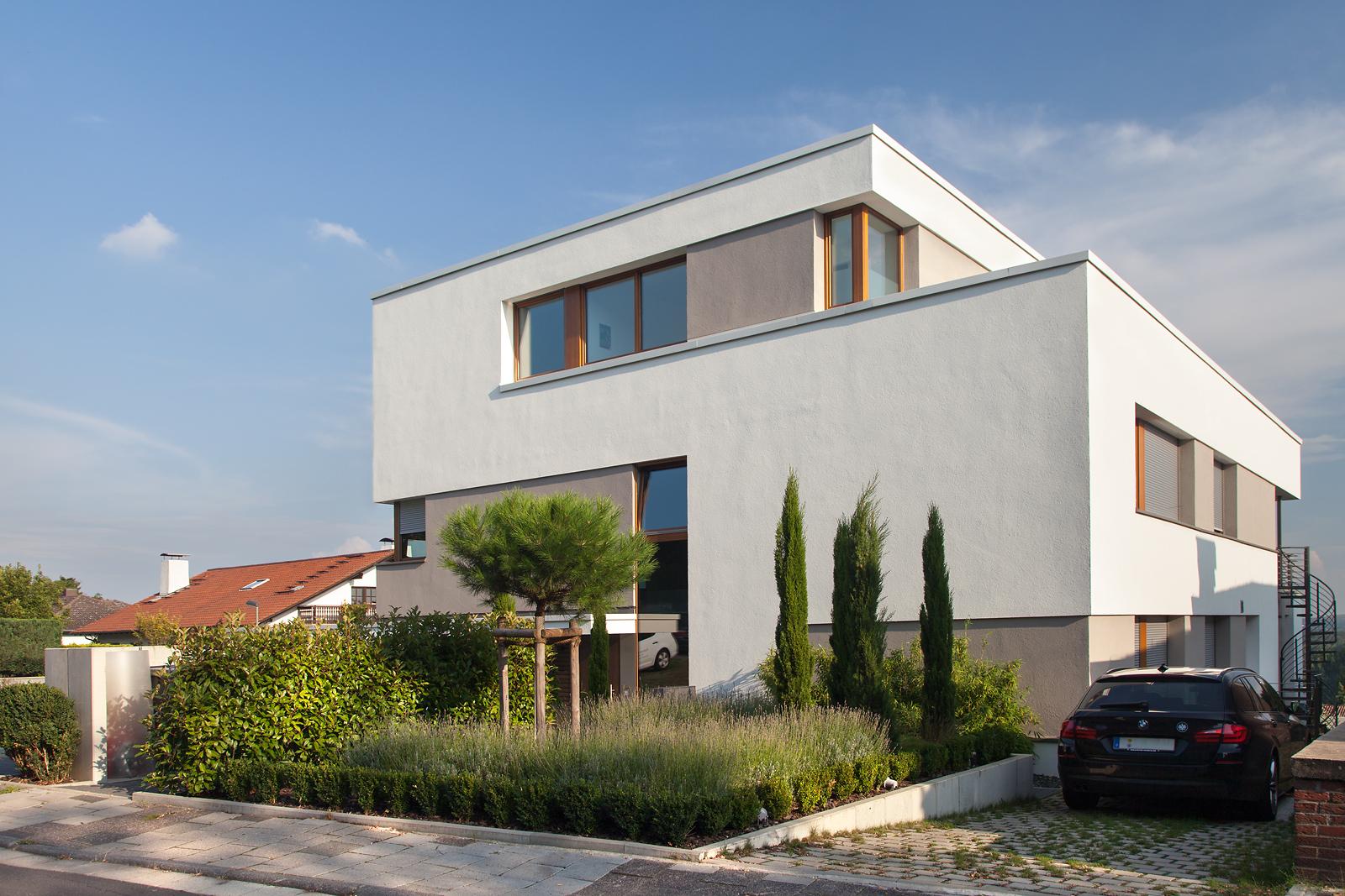 107 mehrfamilienhaus am hang ffm architekten for Mehrfamilienhaus modern