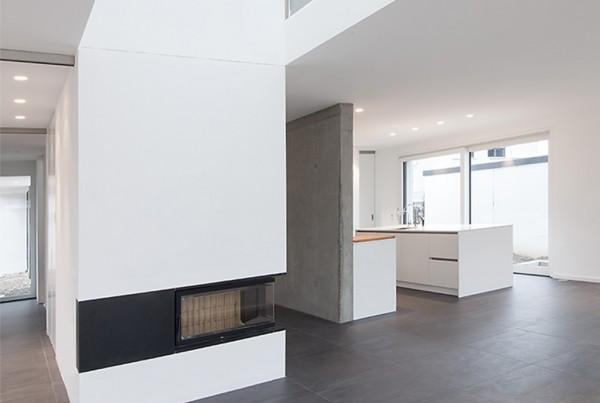 131015_189_wohnhaus_innen_detail_kamin_galerie