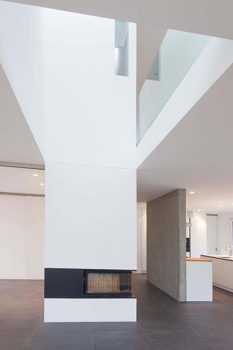 131015_189_wohnhaus_innen_detail_kamin
